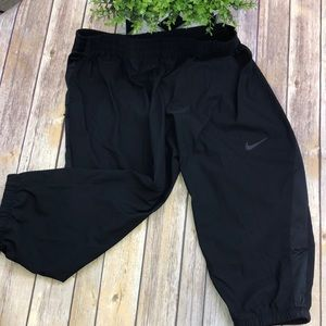 Women's M Nike Dry Fit Loose Capri Jogger Black